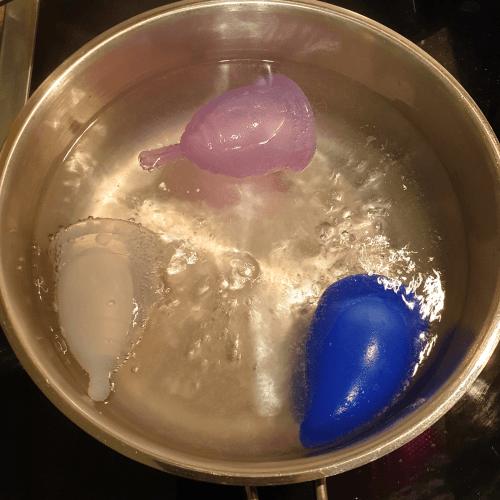 Menstruationstassen einfach im Kochtopf sterilisieren